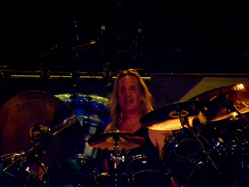 Nicko Mcbrain batteur d'Iron Maiden